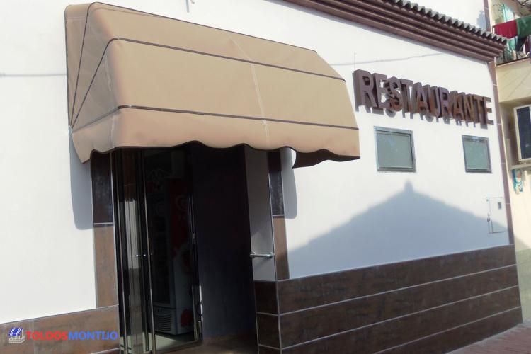 Toldos Montijo, capota en restaurante, entrada