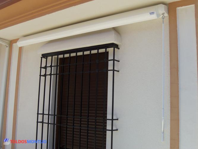 Toldos Montijo, Toldos, cofres y semicofres en ventana grande reecogido