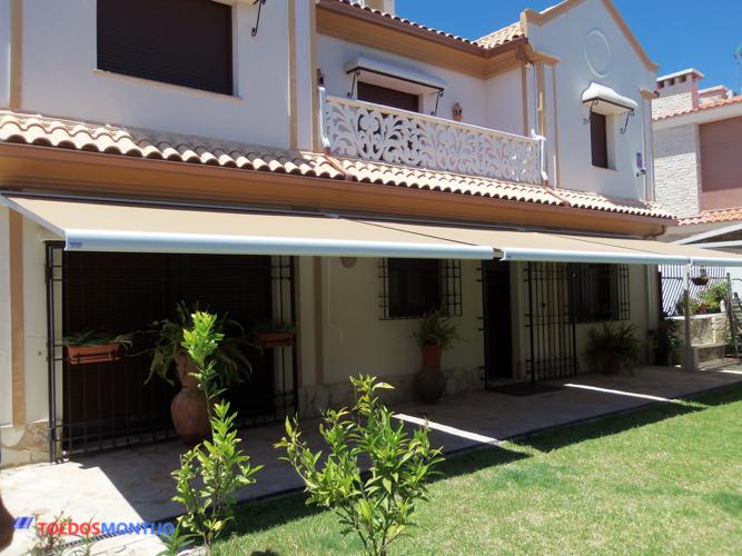 Toldos Montijo, Toldos, cofres y semicofres en patio 2