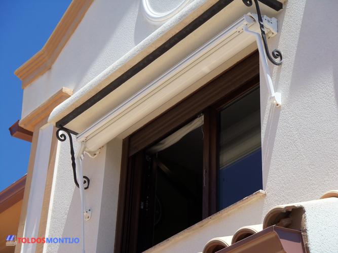 Toldos Montijo, Toldos, cofres y semicofres en ventana pequeña