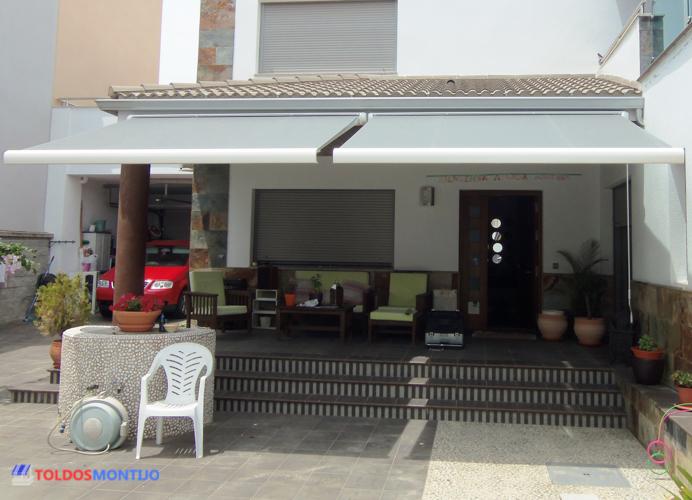 Toldos Montijo, Toldos, cofres y semicofres en entrada casa